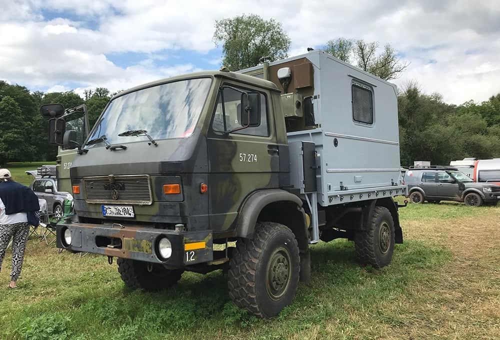 MAN G90 avec carrosserie en caisson et amortisseurs renforcés de Marquart